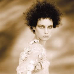 AntoinetteBeenders forms a short hair shape with curl