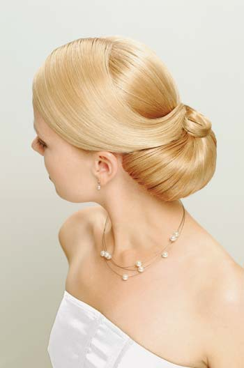 Beautiful and simple hairstyles are always perfect for your wedding day