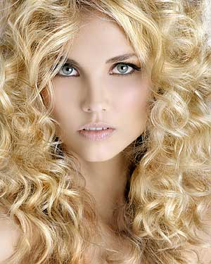 Blonde and big curls from Hooker & Young